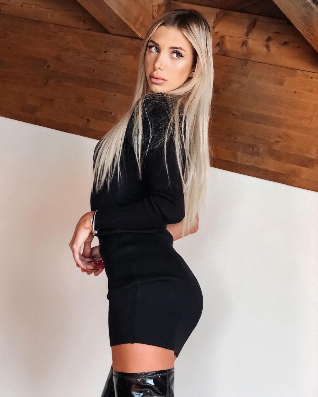 Zardini-Rossana-Wallpapers-Insta-Fit-Bio-5