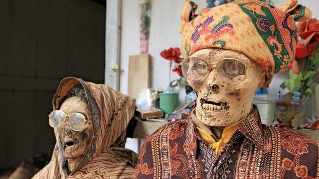 Ritual kematian Ma'nene dari Sulawesi Selatan, Indonesia.