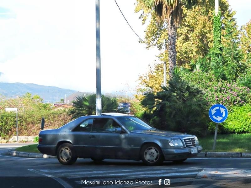 avvistamenti auto storiche - Pagina 38 Mercedes-C124-300-CE-3-0-188cv-90-AA708-EZ-242-563-3-4-2018