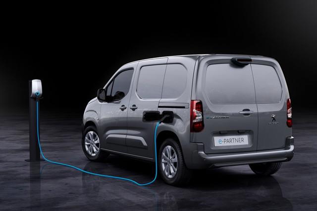 2018 - [Peugeot/Citroën/Opel] Rifter/Berlingo/Combo [K9] - Page 10 8177-D845-3-D06-497-C-96-CE-ED79-C5-E83-D24