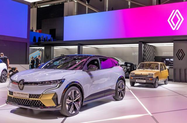 La Renault 5Prototype rencontre ses aïeules au salon de l'automobile de Munich Salon-IAA-de-Munich-2021-Renault-5-Prototype-et-Renault-5-14
