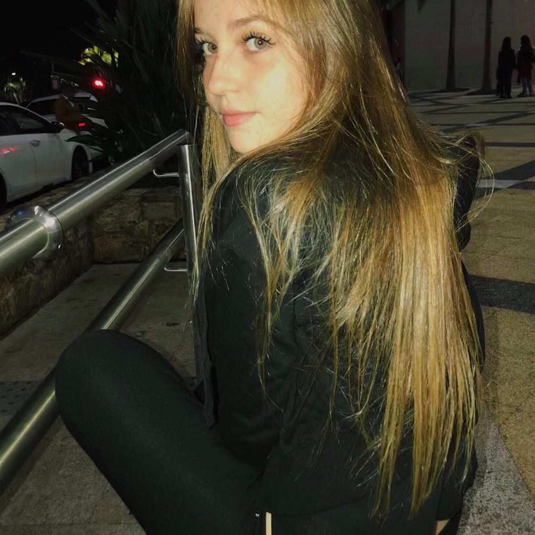 Raphaella-Bonaldi-Sobral-Wallpapers-Insta-Fit-Bio-6