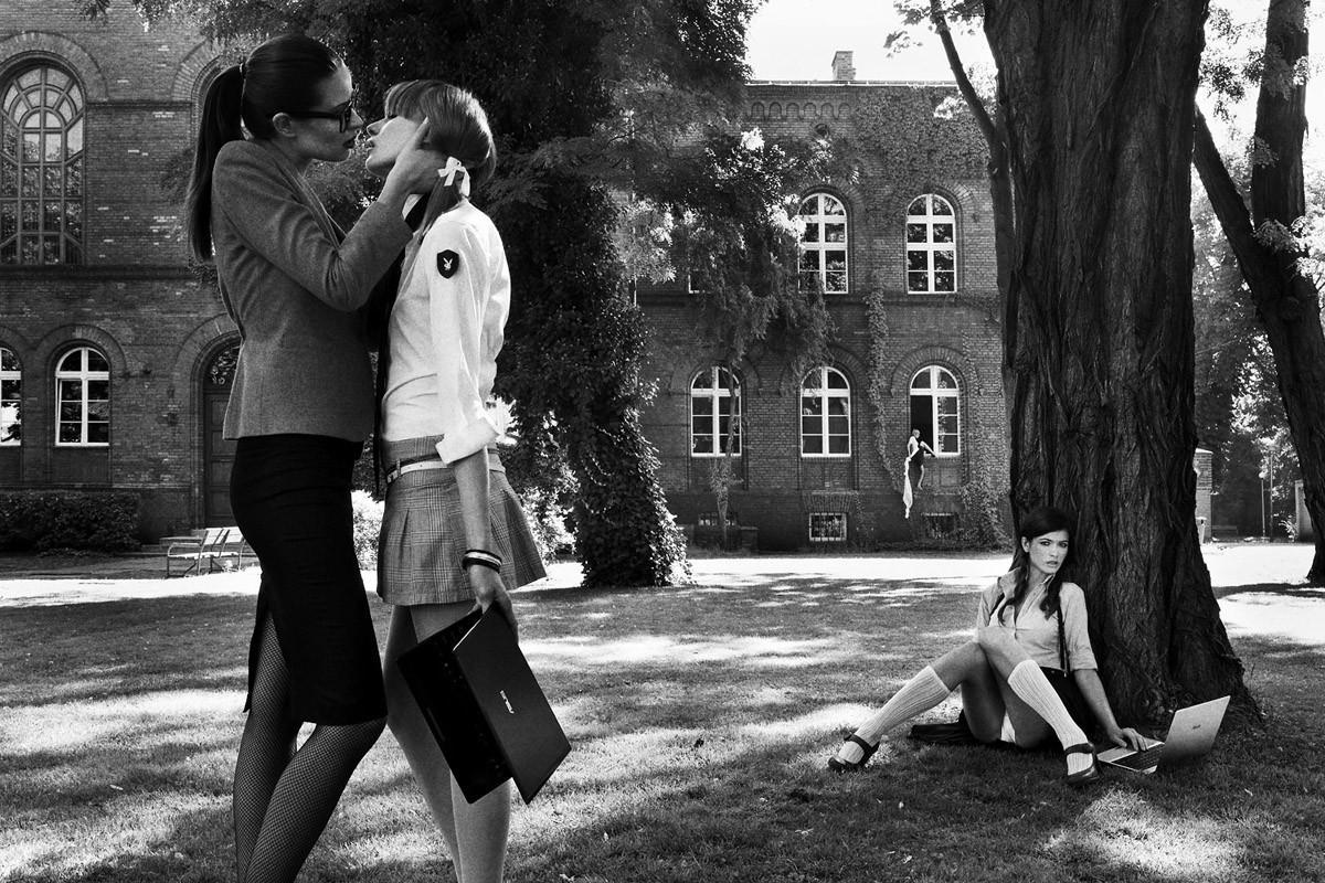 Динамичная красота в эротичных фотографиях Саймона Бродзиака 17