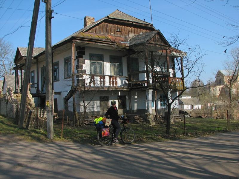 У Берестечку дуже багато покинутих будинків. Колись це було доволі велике місто, зараз - по чисельності населення - не тягне навіть на селище