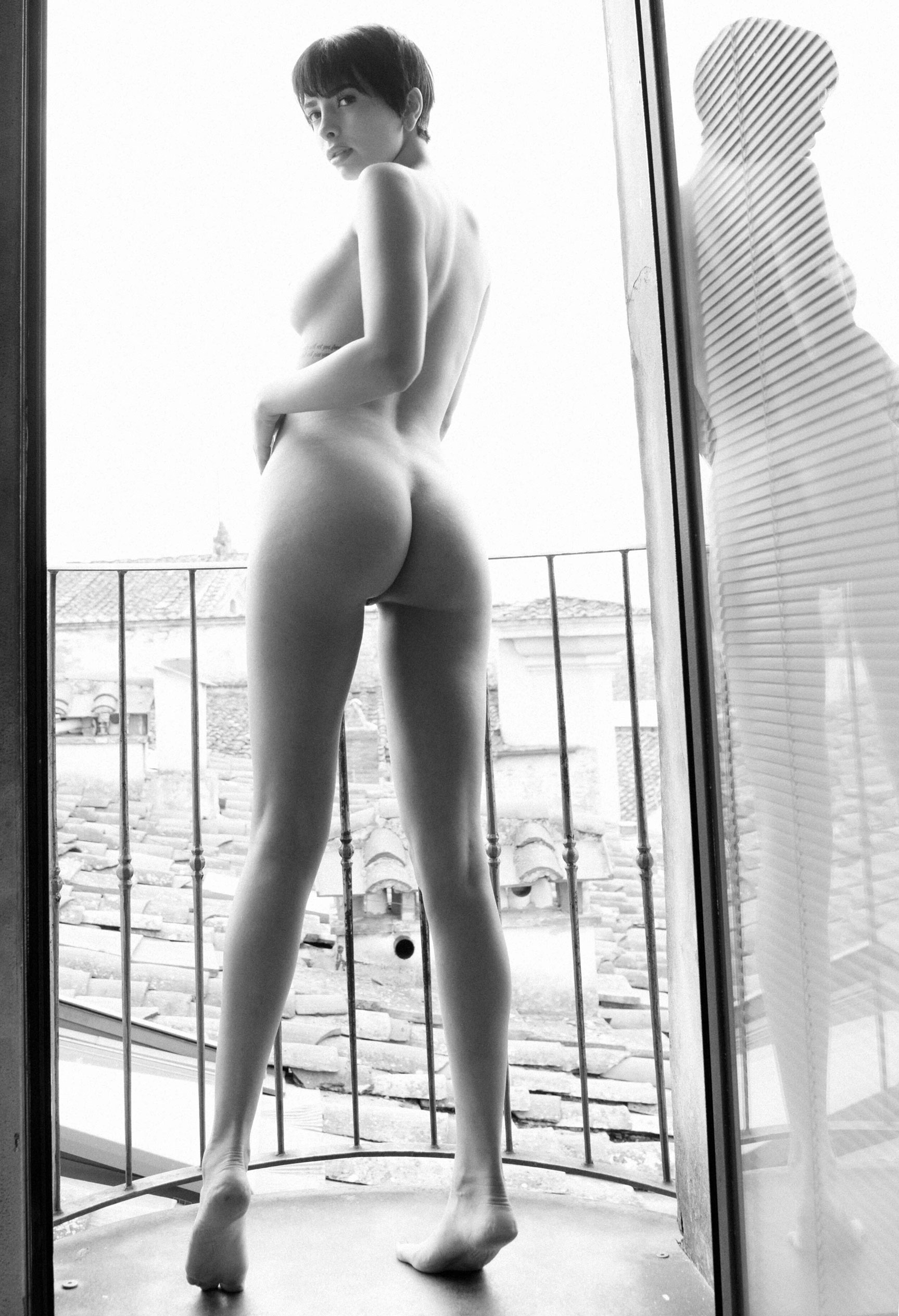 голая Таня у окна / фото 10