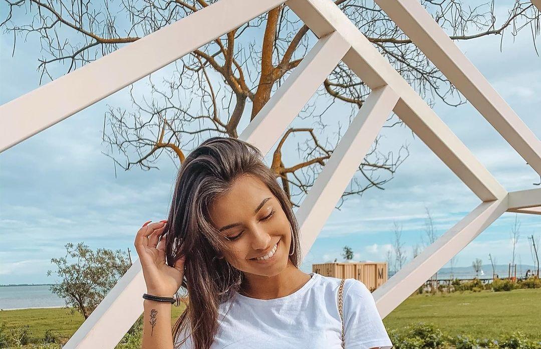 Carly-Santos-Wallpapers-Insta-Fit-Bio-10