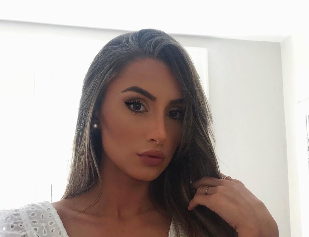 Adrianna-Atiles-Wallpapers-Insta-Fit-Bio-9