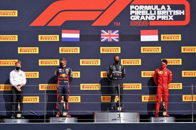 F1 GP de Grande-Bretagne 2020 : Victoire de lewis Hamilton sur trois roues 1046881