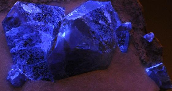 Benitoite-gemology-23960922-800-531