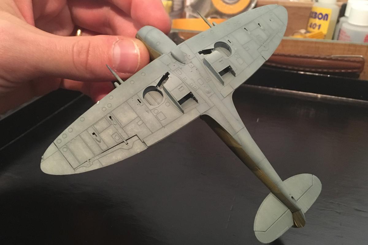 Spitfire Mk IX - Eduard 1:72 - Page 2 IMG-1619
