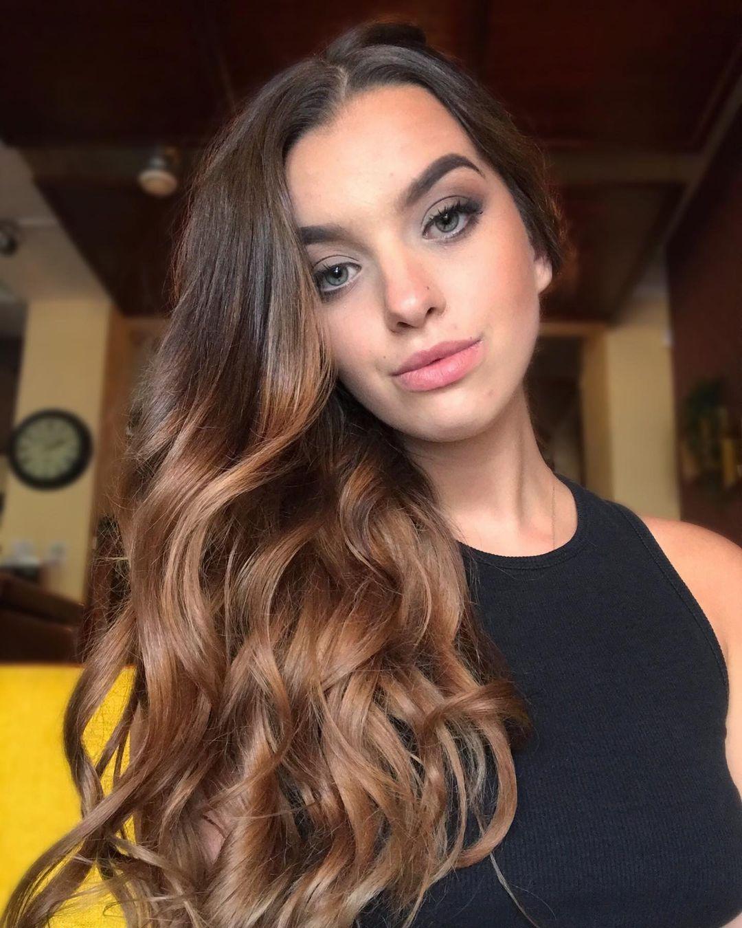 Laurencikova-Laura-Wallpapers-Insta-Fit-Bio-Laura-Laurencikova-Wallpapers-Insta-Fit-Bio-9