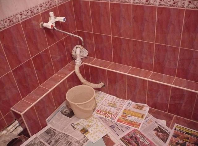 Скрытие труб под плиткой в ванной комнате