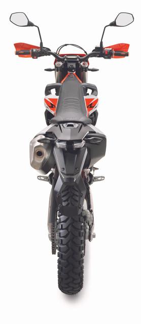 2019-KTM-690-Enduro-R-12
