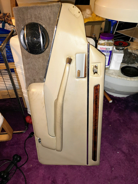 First step along the road to reassembly of the door was getting rid of the knackered speaker...trim hasn't been reattached yet it's just sitting there waiting for a few more coats of clear coat.