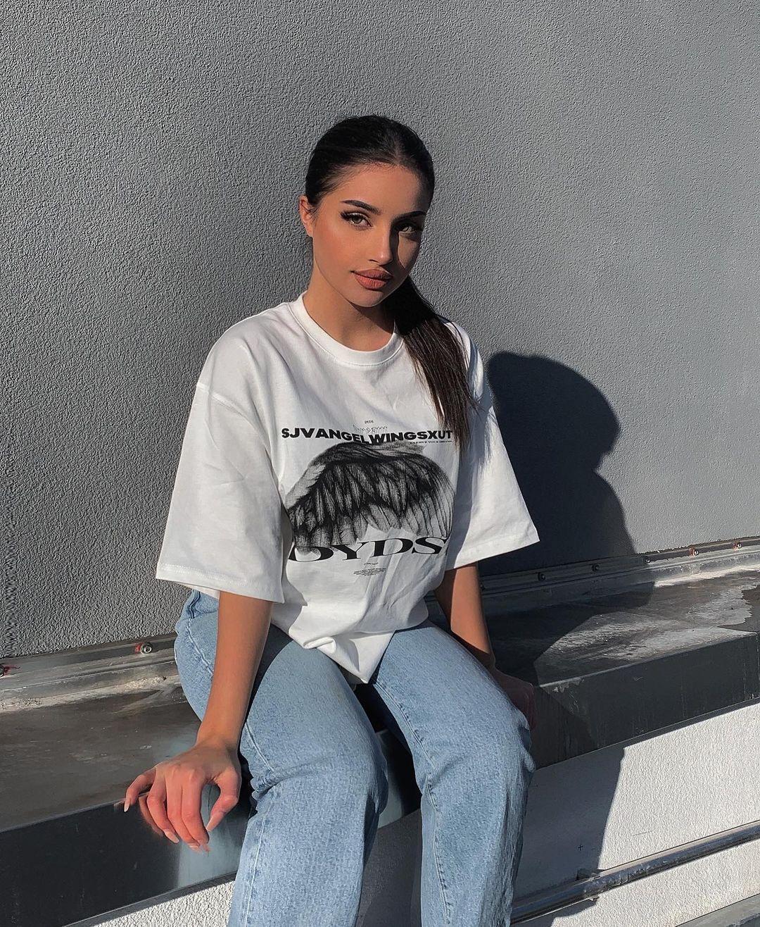 Leyla-Melina-Wallpapers-Insta-Fit-Bio-24
