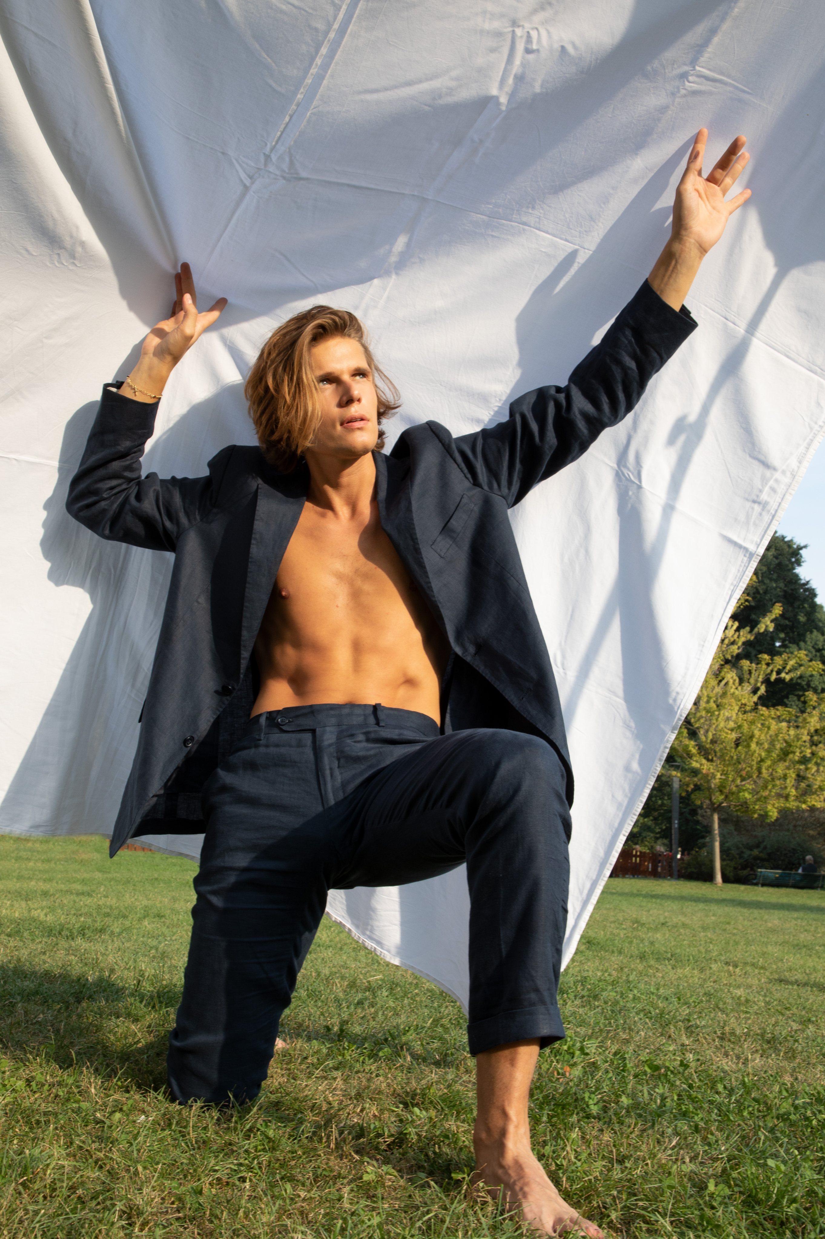 Alessandro Egger, intervista al modello, attore e cantante