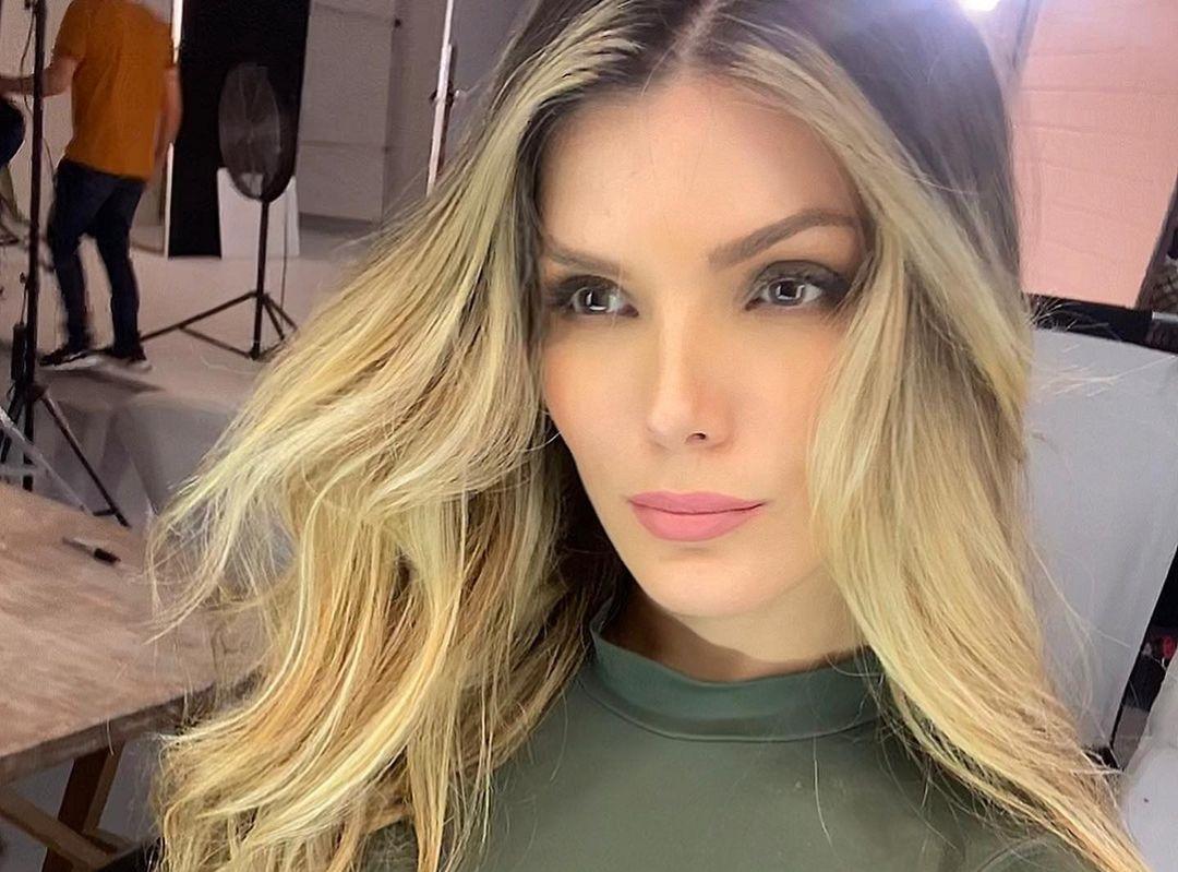 Karla-Garcia-Wallpapers-Insta-Fit-Bio-7