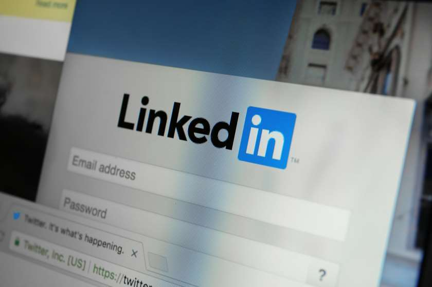 LinkedIn-მა Facebook-ზე მიზნობრივი სარეკლამო ადგილის შესაძენად 18 მილიონი ელ-ფოსტა გამოიყენ