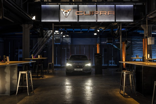 CUPRA inaugure le premier Garage CUPRA en Europe et annonce sa participation à l'Extreme E avec l'équipe ABT Sportsline CUPRA-inaugurates-the-first-CUPRA-Garage-in-Europe-07-HQ