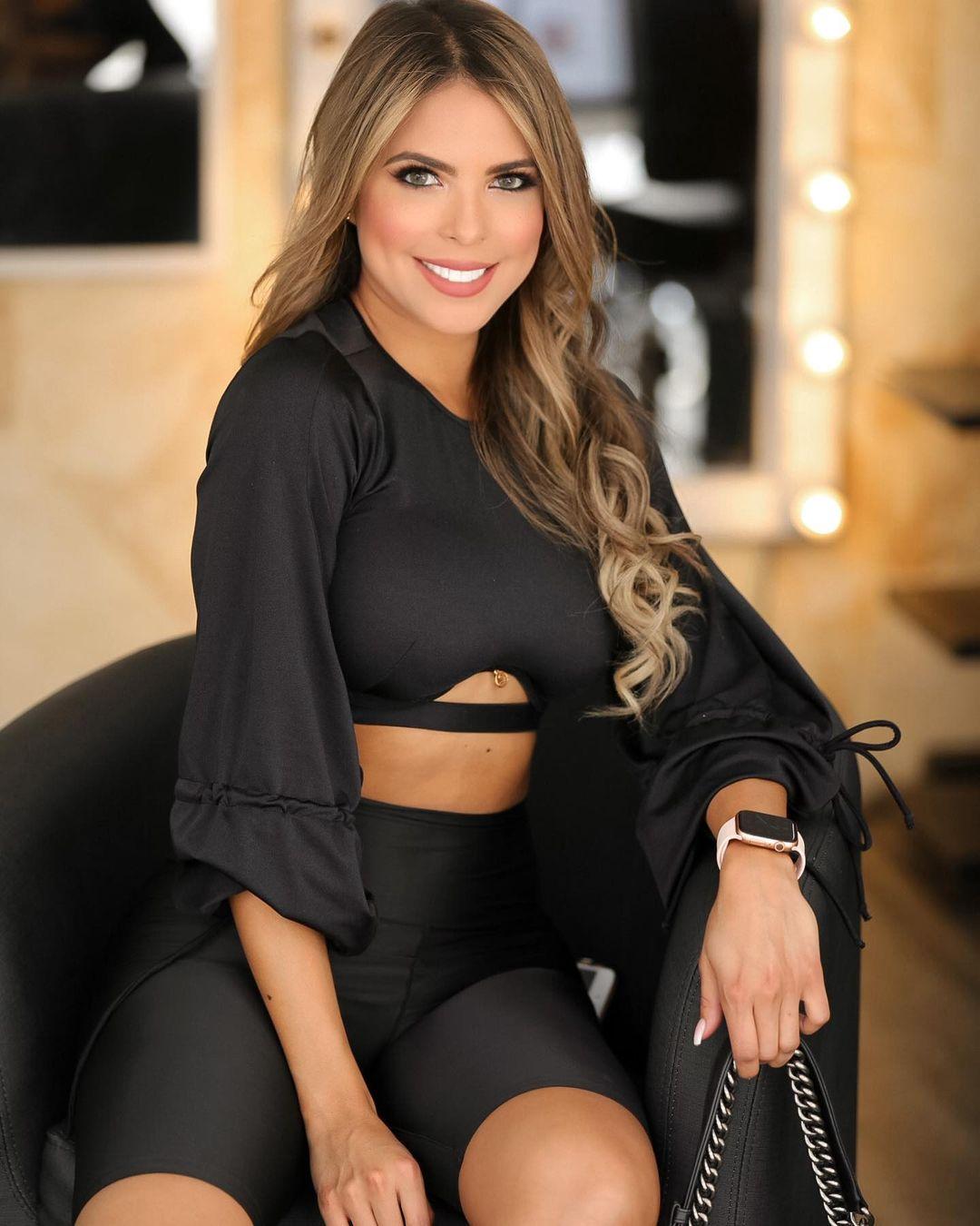 Jennifer-Giraldino-Wallpapers-Insta-Fit-Bio-4