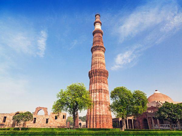 Qutub-Minar-i-Stock-179542718