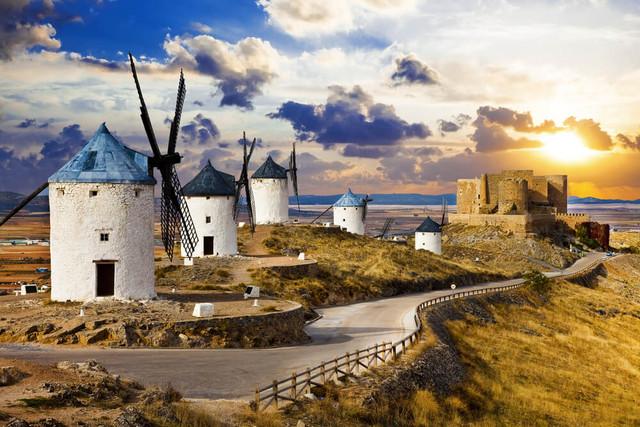 Spain-La-Tomatina-Festival-Adventure-X-Ruta-de-los-Molino