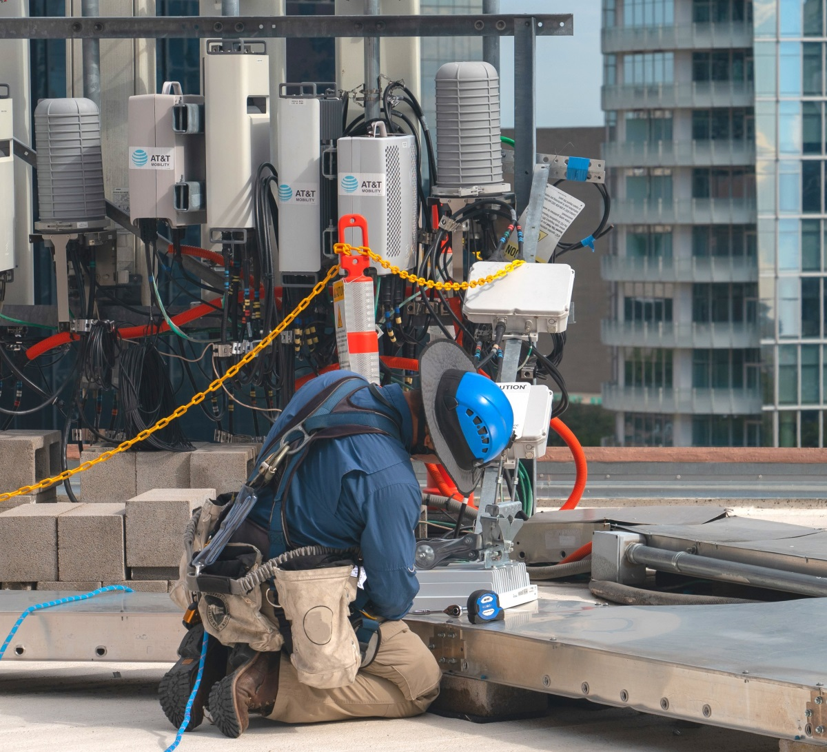 Ee Times Electronic Engineering Connecting The Global Battery Light Bulb And Wire Http Govinsciencezoneblogspotcom 2011 Att Adds To 5g Confusion Blog