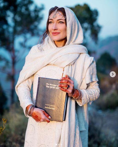 Путешественница из Канады в Исламе!-II