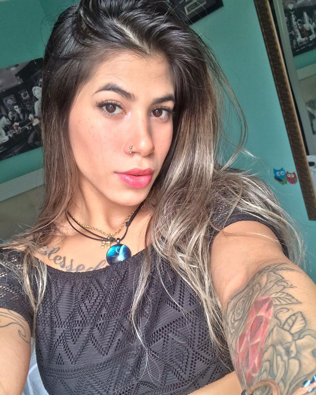Yasmin-Safira-Wallpapers-Insta-Fit-Bio-1