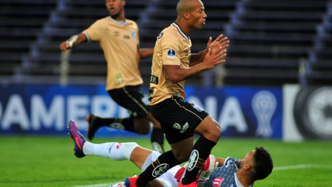 Santos y Sampaoli debutaron sin goles Sudamericana, Maracá superó a Guabirá