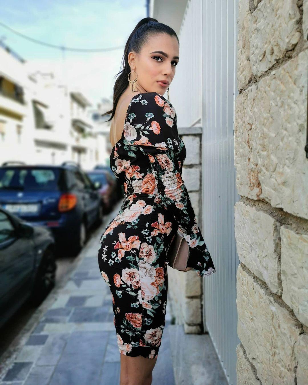 Dora-Konstadopoulou-Wallpapers-Insta-Fit-Bio-1