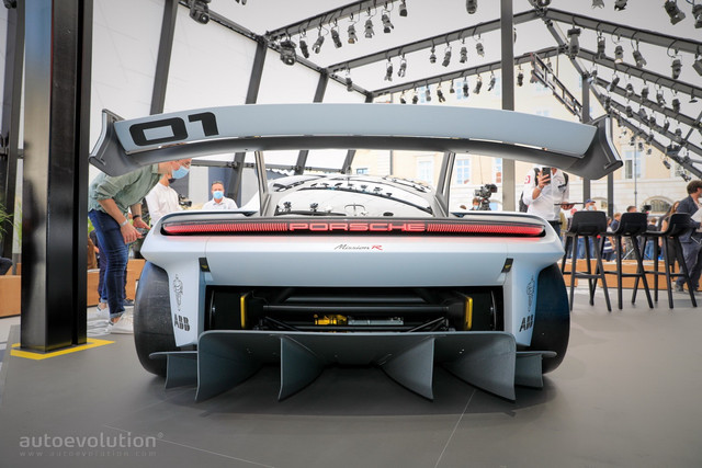 2021 - [Porsche] Mission R - Page 2 61-FCA17-F-5-CEA-4-F3-D-996-F-25-E098-CA2-BB3