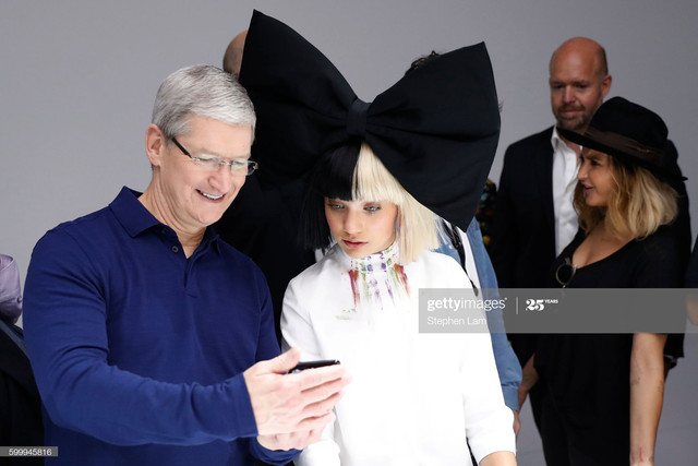 SAN-FRANCISCO-CA-SEPTEMBER-07-Apple-CEO-Tim-Cook-L-and-dancer-Maddie-Ziegler-are-seen-in-the-product.jpg