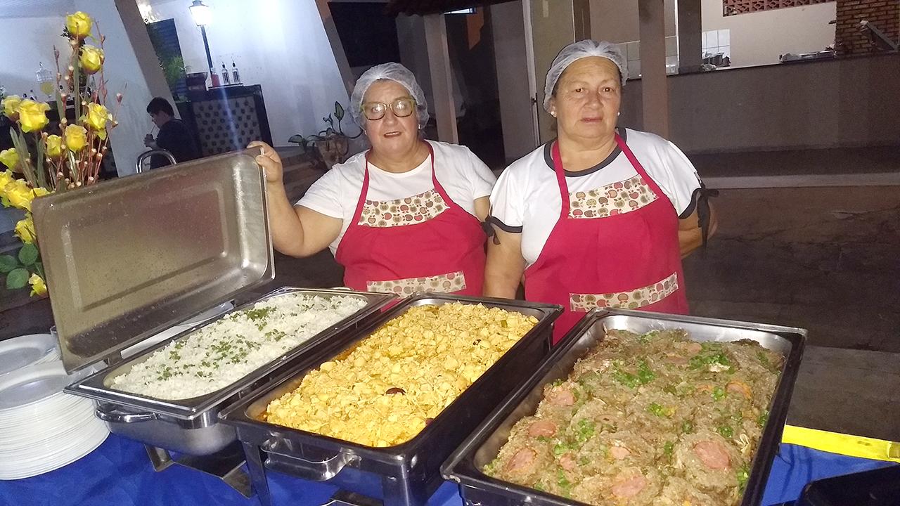 A comida foi preparada por Cida e Maria, da equipe de Cozinha 'Jesus é o pão da vida'