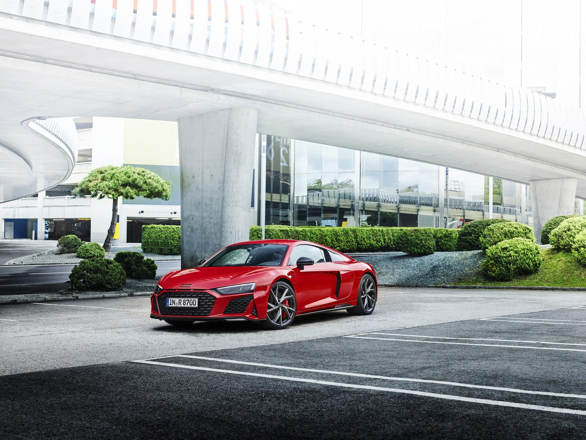 2022-Audi-R8-V10-Performance-RWD-14