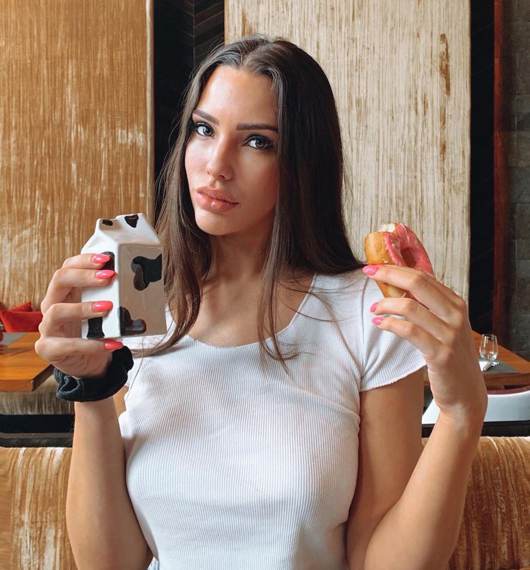 Paige-Woolen-Wallpapers-Insta-Fit-Bio-6