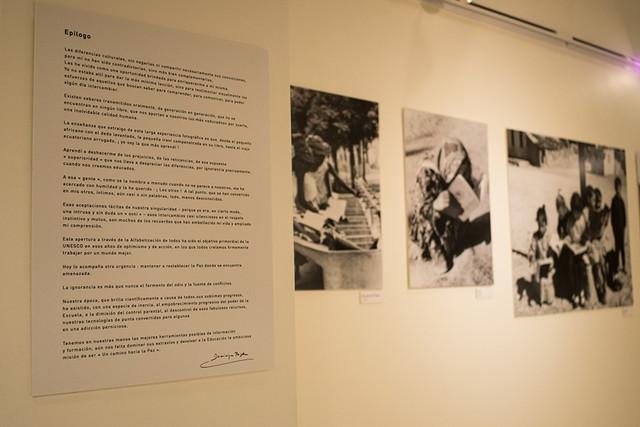 Inauguracin-de-la-muestra-y-firma-de-libros-Un-camino-hacia-la-paz-de-la-fotgrafa-francesa-Dominique