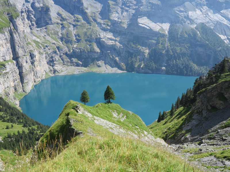 Oeschinensee on the right