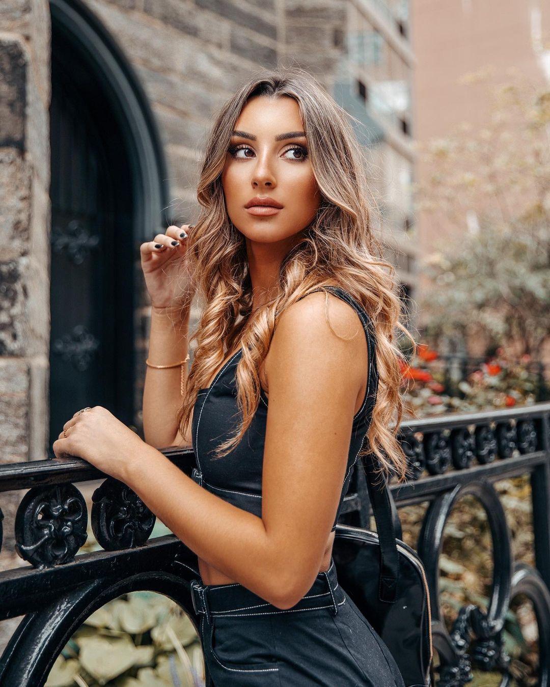 Adrianna-Atiles-Wallpapers-Insta-Fit-Bio-7
