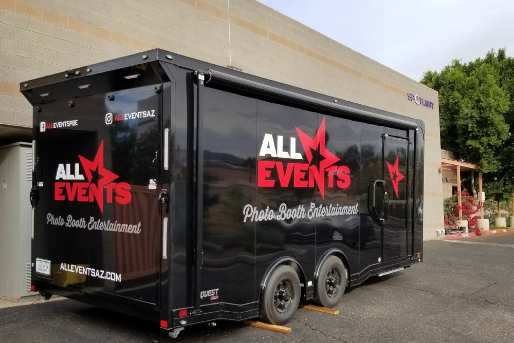 A Photo Booth on Wheels – Has There Ever Been a Better Idea?