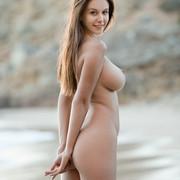 Alisa-Beach-Nude-Babe-02