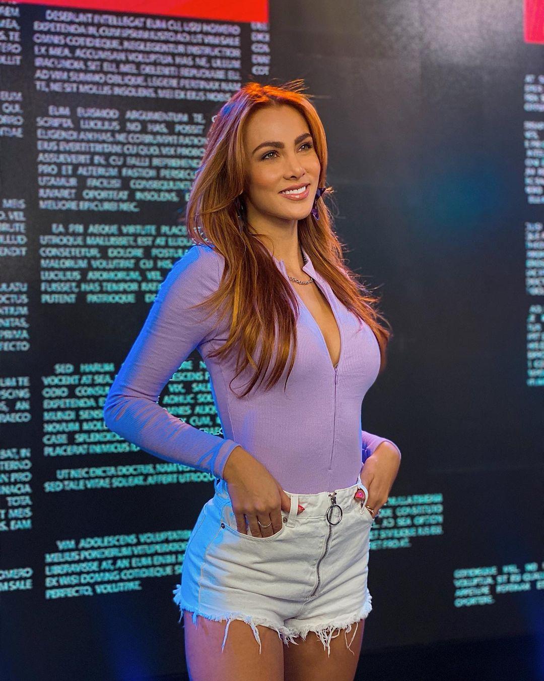 Karina-Ramos-Wallpapers-Insta-Fit-Bio-6