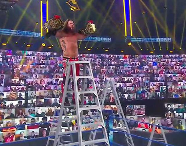 AJ Styles vence a Jeff Hardy y Sami Zayn