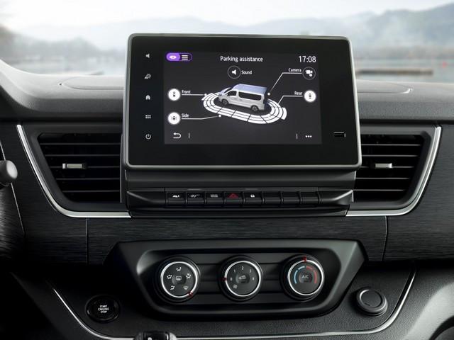 Le Nissan NV300 Combi Fait Peau Neuve New-NV300-Combi-Infotainement-3-1200x900