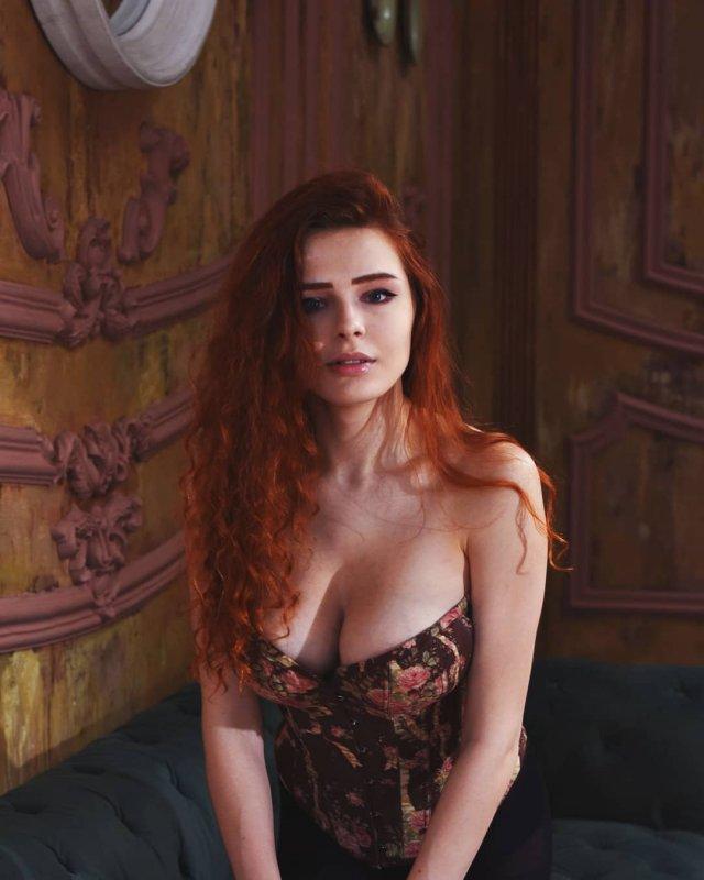 Карина Силантьева в боди