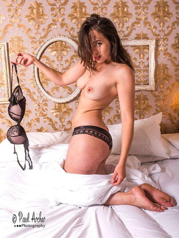 Voyeur-Flash-com-Sophie-Stage-nude-14