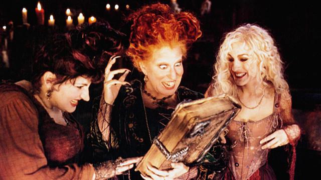 HOCUS-POCUS-from-left-Kathy-Najimy-Bette-Midler-Sarah-Jessica-Parker-1993-Buena-Vista-courtesy-Evere