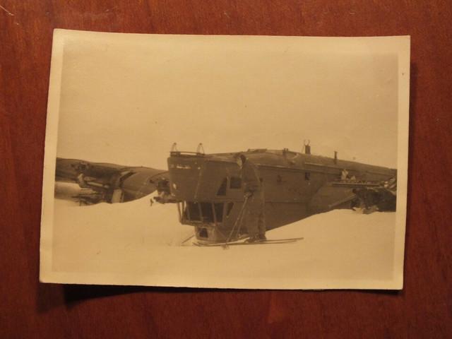Foto-Krieg-abgeschossenes-4-Motoriges-Flugzeug-auf-dem