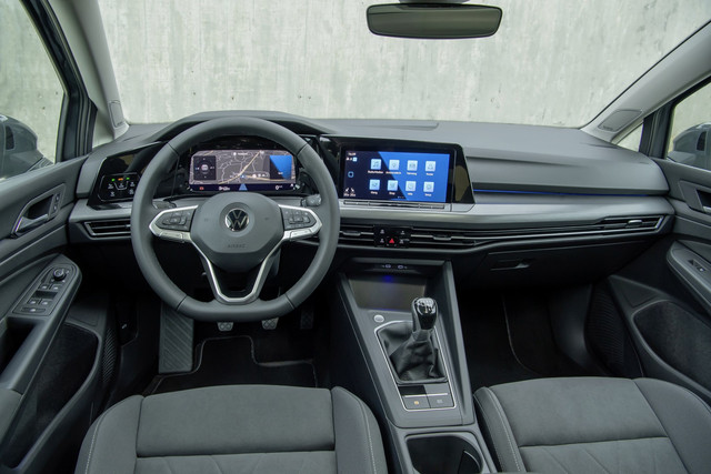 volkswagen-golf-interior-1