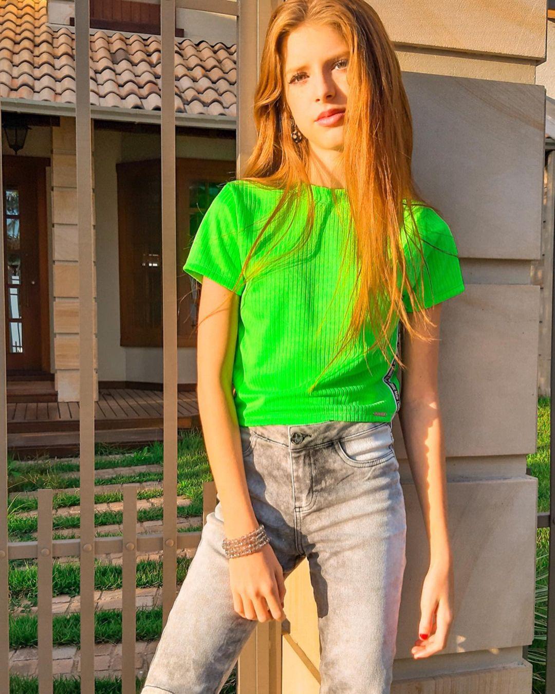 Julia-Vitoria-Mayer-Wallpapers-Insta-Fit-Bio-1